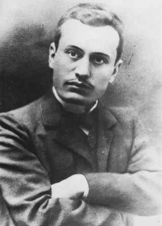 a history of the rise of benito mussolini Benito mussolini (1883-1945) &#9benito mussolini was the fascist dictator of italy for nearly 20 years benito was born at dovia, a suburb of predappio, in the northcentral part of italy his father, alessando, was a blacksmith.